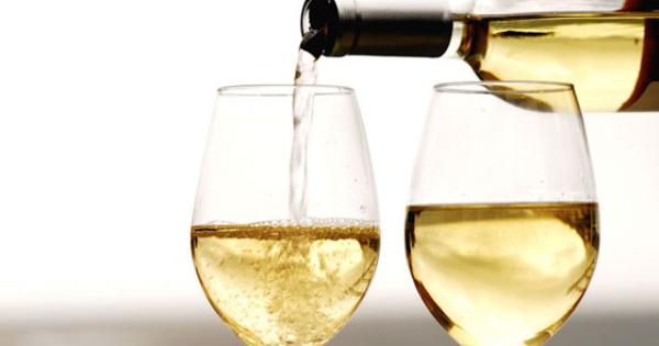 Una bottiglia di Vino Pecorino Doc in Omaggio a Cena